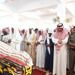 نائب أمير جازان يؤدي الصلاة على الشهيدين السويدي والفقيهي