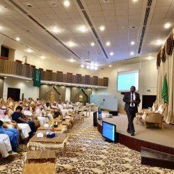 الأمير محمد بن عبدالعزيز يجتمع بمدير عام هيئة الرياضة بمنطقة جازان