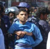 """""""الأسود"""".. فتى قاصر ينهار قبل إعدامه من قبل الميليشيات الحوثية"""