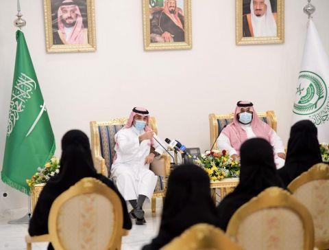 نائب أمير جازان ووزير الرياضة يجتمعان بمجلس شباب وفتيات منطقة جازان